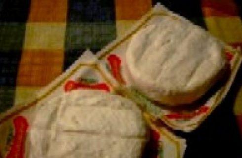 La ricetta del sabato: tomini con pinoli e miele