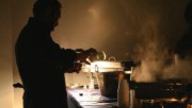 Cucinare e suonare contemporaneamente: oggi si può