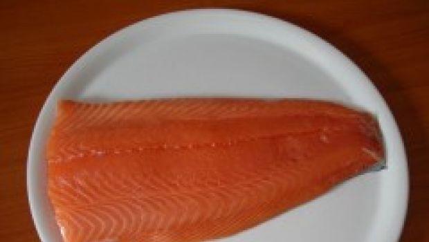 Ricette di pesce per la Vigilia: salmone alle mandorle
