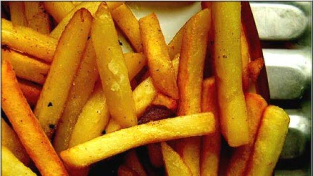 Abbinare un vino alle patatine fritte si può?