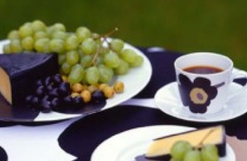 Unikko, il design floreale per la tavola di Marimekko