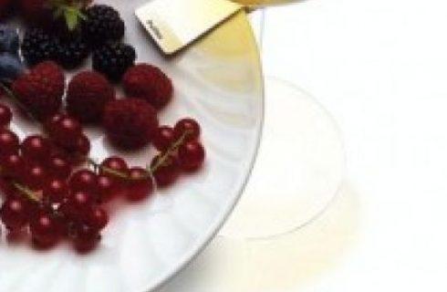Soluzioni per il buffet: le clips che agganciano piatto e bicchiere