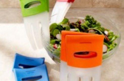 Salad hands, il nuovo utensile per servire l'insalata