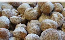 Ricette di carnevale: Castagnole con fichi ripieni di frutta secca.