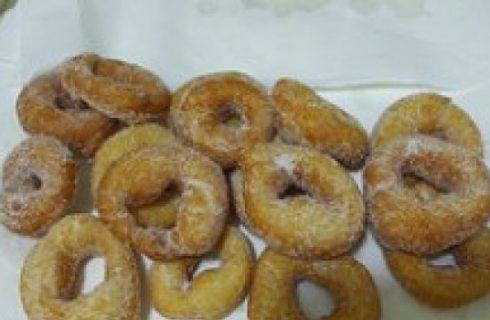 Ricette di Carnevale: Ciambelle di carnevale con mele ed uvetta
