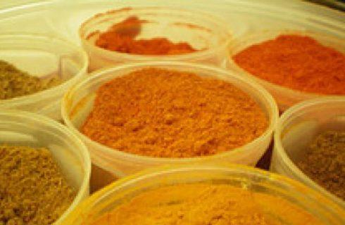 Pollo al curry con cipolle e riso Basmati