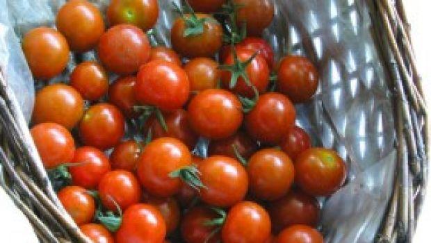 Ricetta facile dei pomodorini alle tre erbe