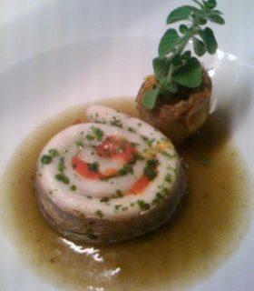 Pesce spatola girangola con pomodori canditi, crema di cipolla bianca e carciofino tardivo stufato alla nepetella