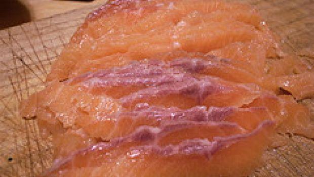 Ricette pesce: salmone con burro al timo