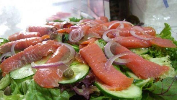 Ricetta facile contorno: insalata con salmone affumicato