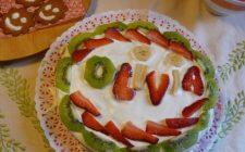 Ricetta dolce facile: torta di kiwi e fragoline