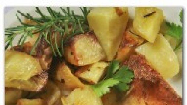 Il petto di pollo e patate al forno