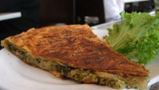 Ricetta facile piatto unico: torta salata spinaci e wurstel!