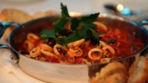 Ricetta facile primo: pasta con calamaretti e pesce spada