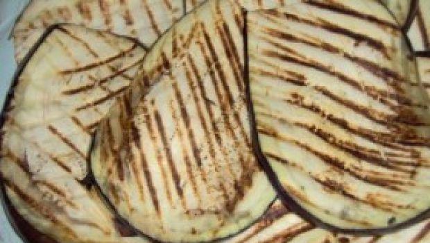 Ricetta facile dei rotolini di melanzana al pesto di pistacchio