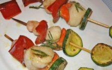 Ricette antipasti: spiedini capesante e verdure