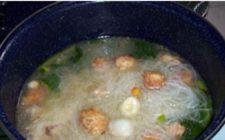 Ricette indonesiane: zuppa di polpettine di pollo e gamberetti