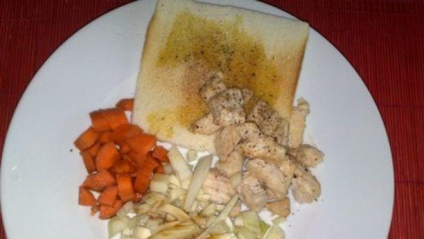 Ricetta facile di pesce: bocconcini di pesce spada con carotine e pane tostato