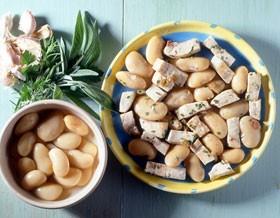 Ricette di pesce: pesce spada alle erbe aromatiche e fagioli bianchi