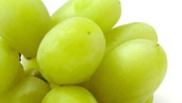 Ricette antipasti: palline di formaggio caprino con cuore d'uva