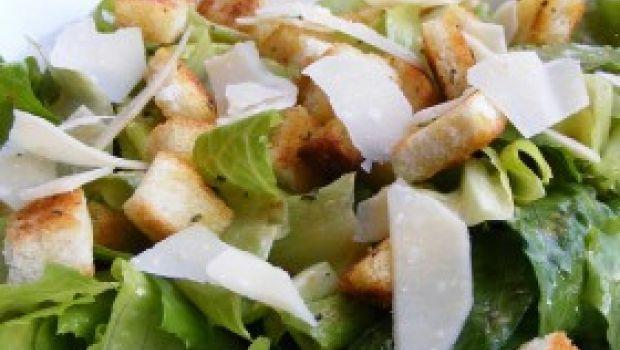 Ricetta facilissima classica: la Caesar salad