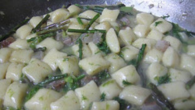 Ricette primi: pasta con asparagi e dragoncello