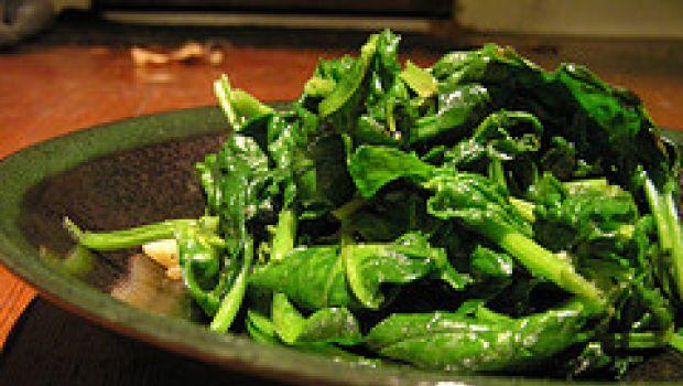 Contorno facile: spinaci al burro e parmigiano