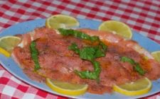 Antipasti Natalizi: Salmone marinato ai due pompelmi.