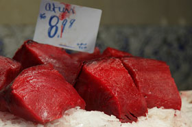 Ricette secondi di pesce: tranci di tonno all'aroma di aglio