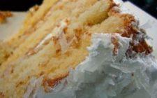 Ricetta dolce facile: torta al cocco e farina di mandorle