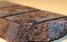 Il modo migliore per gustare il cioccolato di Modica? Grattugiato sul pane caldo