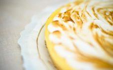 Ricetta Dolci: Crostata di ricotta, arance e composta di liquirizia.