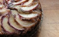 Ricetta dolce facile: torta di pesche, ricotta e noci