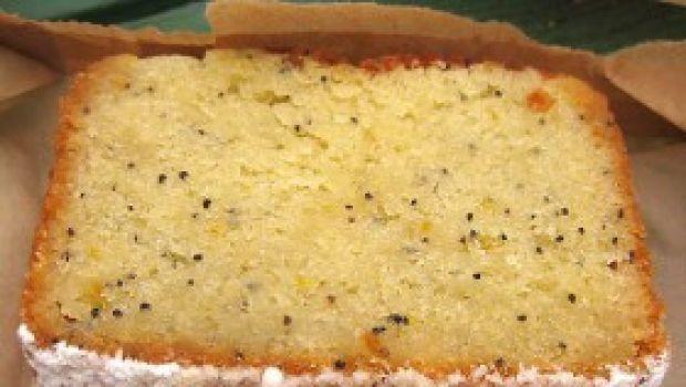 Ricetta dolce facile: torta al tè, semini di papavero e mandorle