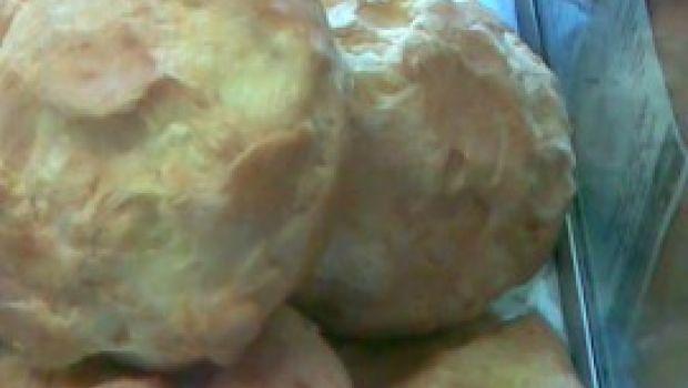 Ricette Antipasti: bignè salati al fomaggio.