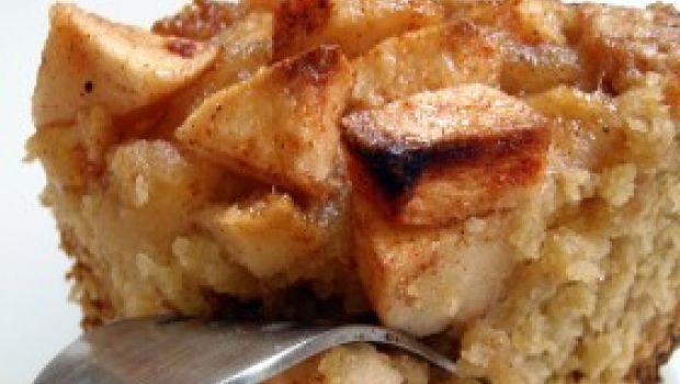 Ricetta dolce facile: torta di mele e pere con gocce di cioccolato