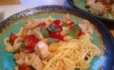 Ricetta facile primo: pasta con pomodori e pollo