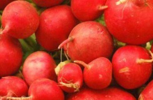 Cucina russa: l'insalata di barbabietole con prugne e mele