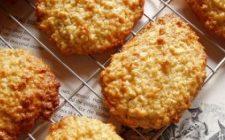 Prepariamo i biscotti con l'uvetta