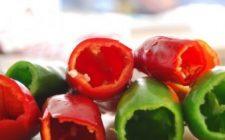 Ricette barbecue: peperoni ripieni con zucchine e mozzarella