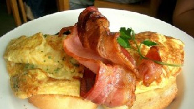 Ricette facile: omelette con speck e crescenza