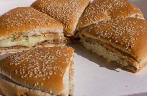 Trash-food: arriva NY Pizza Burger, panino-pizza alto 15 centimetri