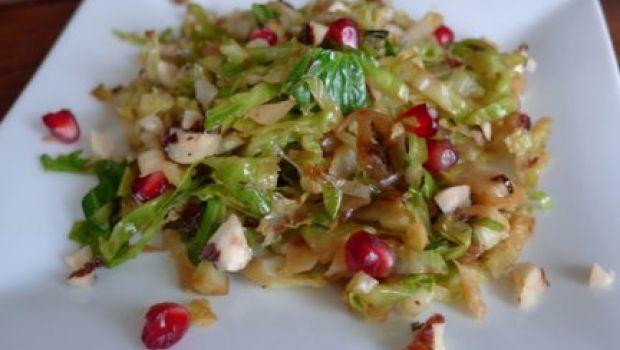 Idee per il menu delle feste: insalatina di melograno e cavolini di Bruxelles
