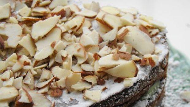 Ricetta dolce: torta di Natale con cascata di mandorle