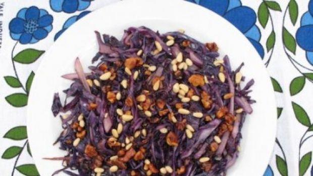 I contorni delle feste: insalata di cavolo rosso e noci