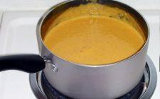 Ricetta facile: zuppa di zucca, cipolla, salsiccia e patate