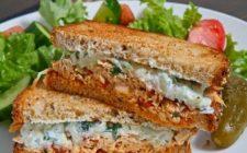 Un panino al giorno: alla greca con salsa di pollo e souvlaki