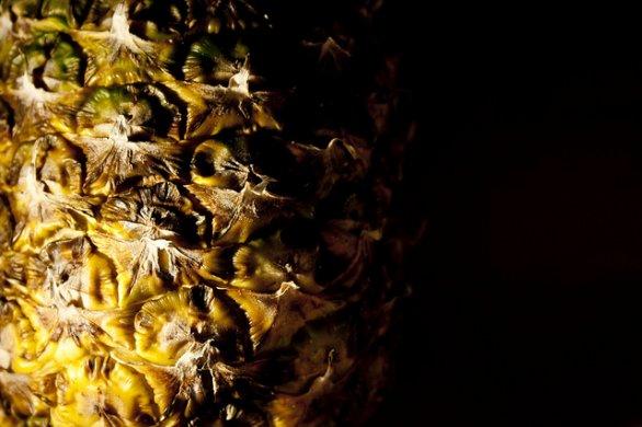 Ricette veloci dolci: ananas al caffè e rum su gelato alla vaniglia