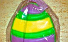 Dolci: biscotti a forma di uova di Pasqua.