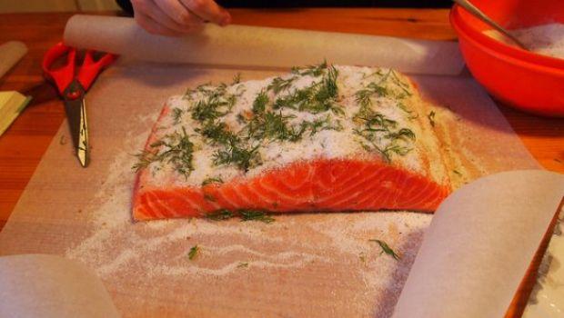 Ricette antipasti per Pasqua: bocconcini di salmone sotto sale